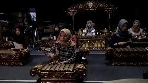 Tari balahindang produksi tari 2016 STKIP PGRI Banjarmasin